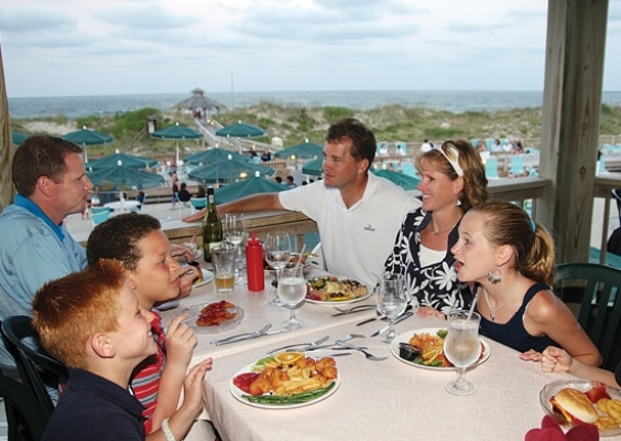 outdoor dining at Pamlico Jacks